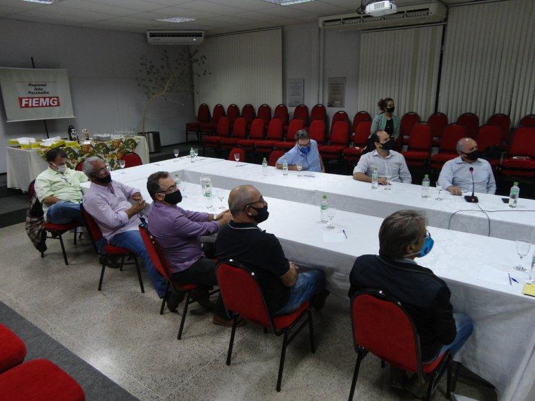Presidente da FIEMG faz reunião com lideranças da Regional Alto Paranaíba