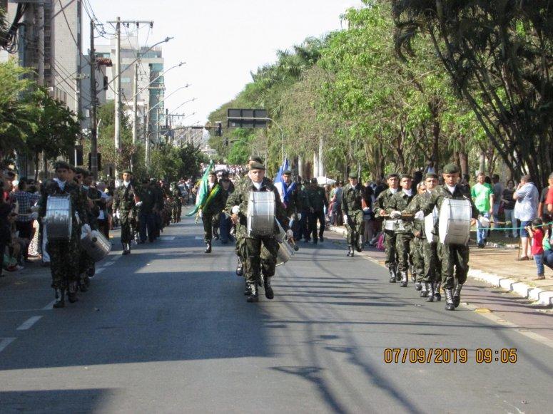 Sessão cívica e desfile militar e estudantil marcam as comemorações do 7 de Setembro