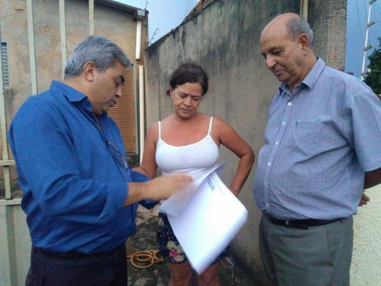 Programa Minha Escritura: Prefeitura entrega 100ª escritura para moradores do Bairro Jardim Esperança