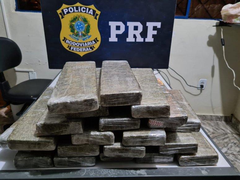 PRF apreende mais de 19 kg de maconha escondidas em bagageiro de ônibus