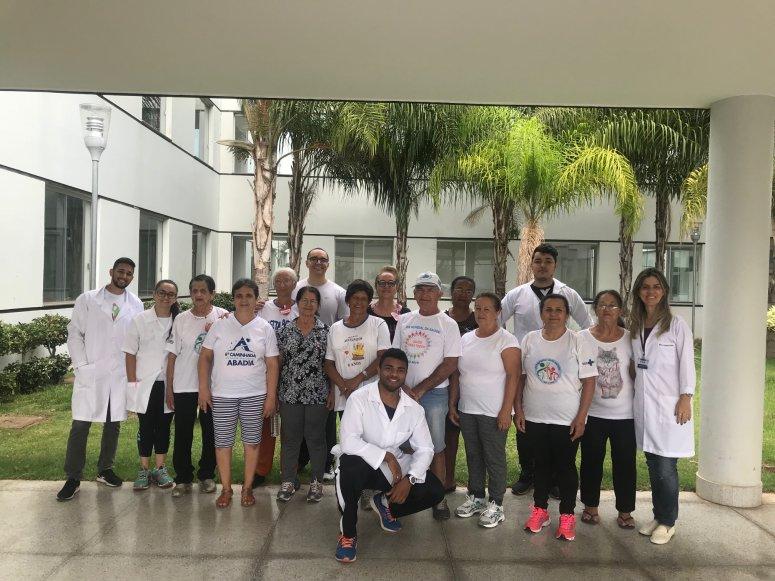 Profissionais de Educação Física realizam atividades com a comunidade