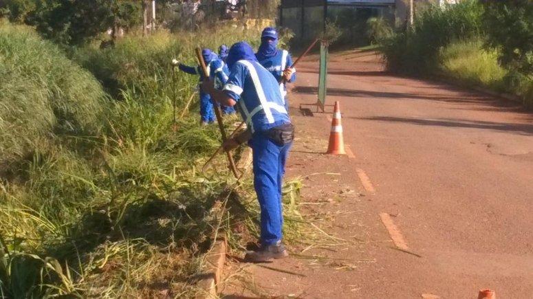 Prefeitura intensifica serviços de limpeza em diversas ruas e avenidas