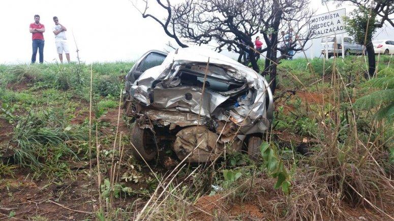 Uma pessoa morre e outras duas ficam feridas em grave acidente na BR-365