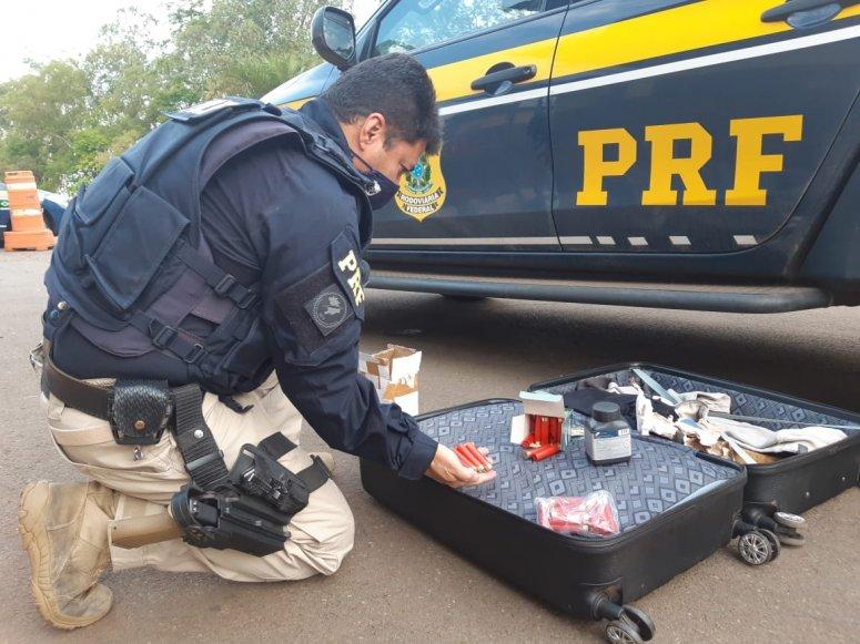 Homem é detido na BR-365 com pólvora e munições de arma de fogo