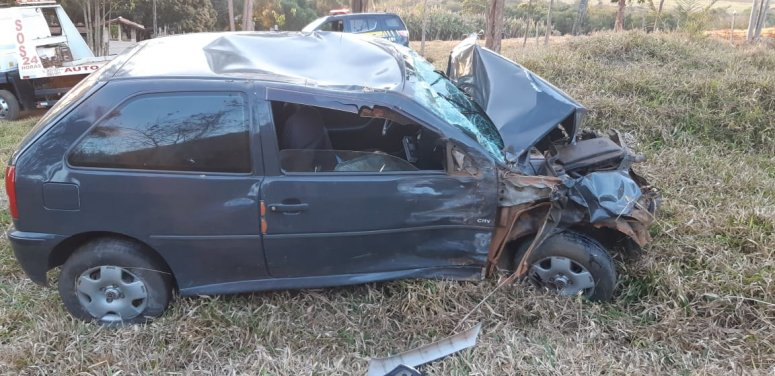 Quatro pessoas ficam feridas em acidente na BR-365