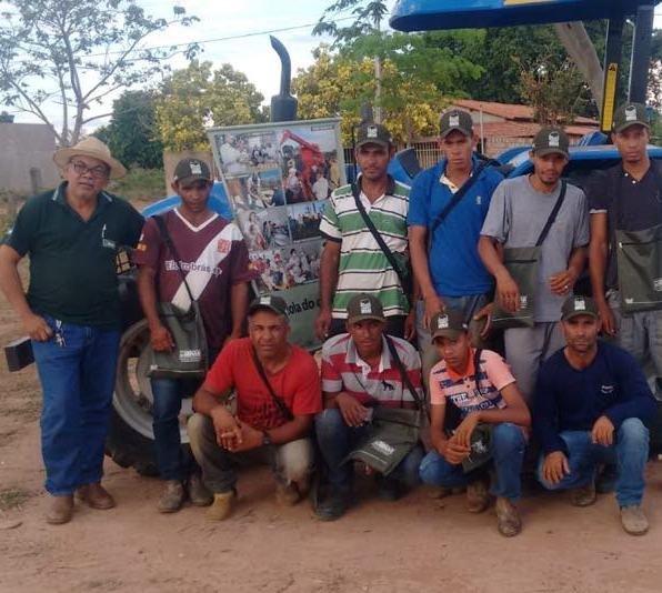 Trabalhadores Rurais de Urucuia buscam capacitação em tratores
