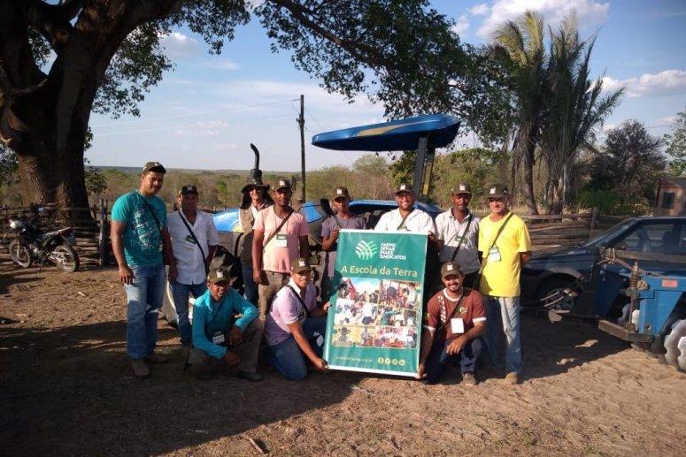 Trabalhadores rurais do noroeste de Minas aprendem sobre operação e manutenção de tratores em curso
