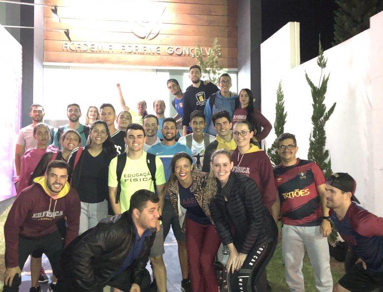 Alunos de Educação Física visitam academia Adriane Gonçalves