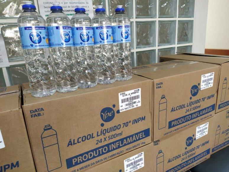 Grupo Bahamas faz doação de álcool líquido 70% para Patos de Minas