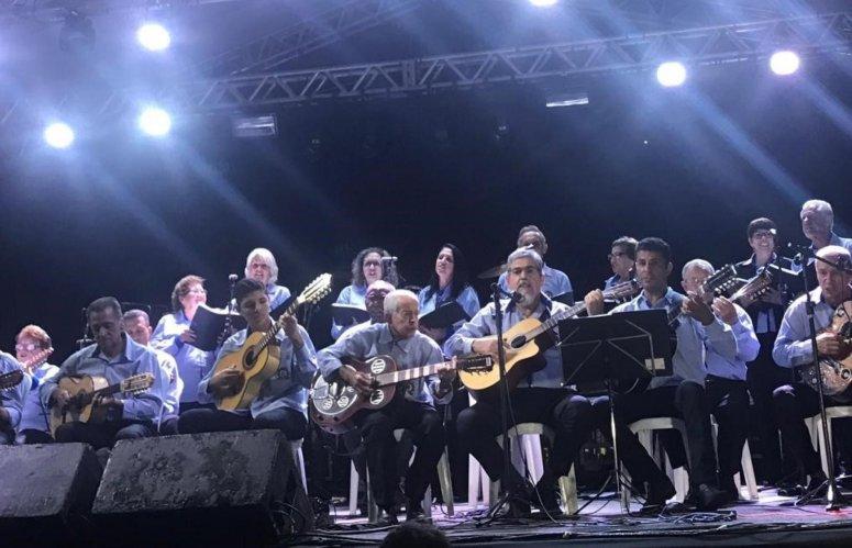 Fenapraça 2019: Primeira noite é marcada por apresentação musical, palestra e show sertanejo