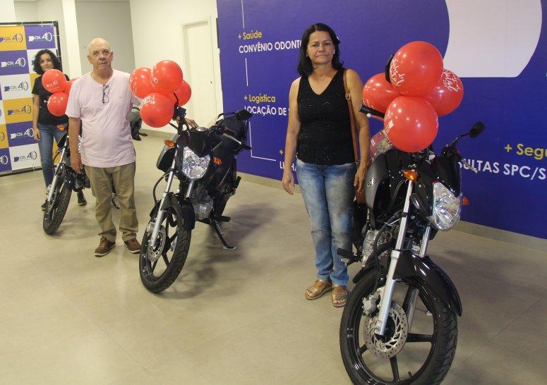 CDL realiza entrega das motos aos ganhadores dos sorteios da promoção Sonho de Natal 2019