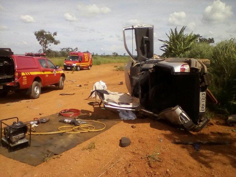 Duas pessoas morrem após carro capotar na MG-233, em Monte Carmelo