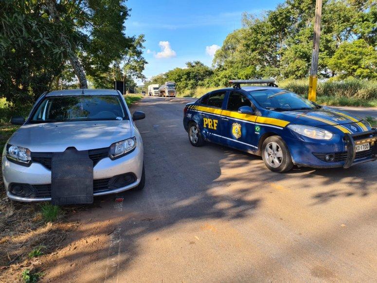 Polícia Rodoviária Federal recupera carro roubado