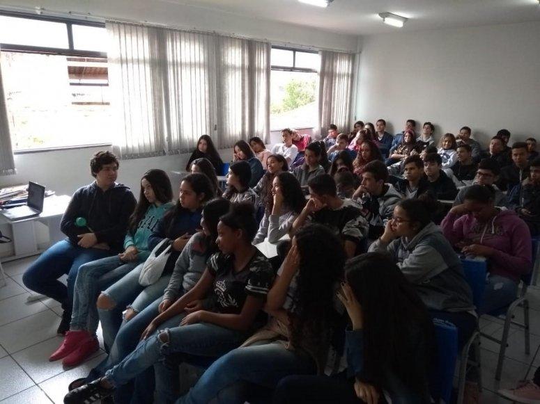 Alunos da Escola Maria Inez visitam Cebrac