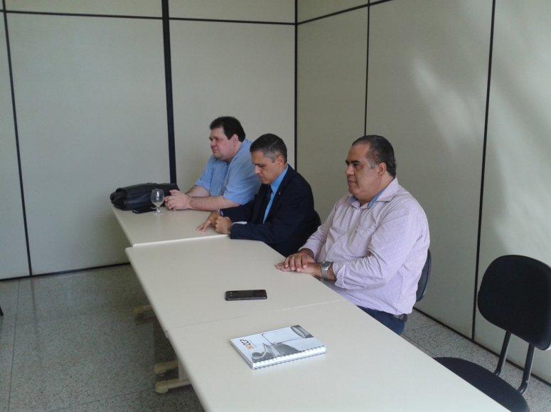 Representantes do UNIPAM e da Receita Federal se reúnem para discutir implantação do NAF
