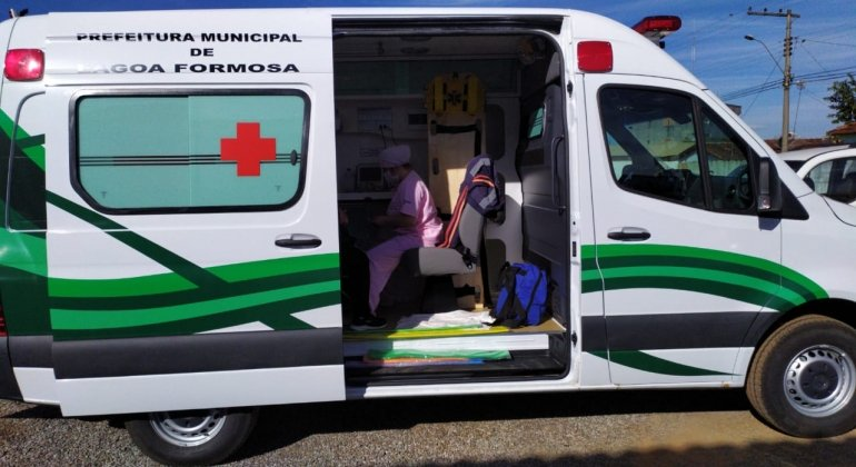 Prefeitura de Lagoa Formosa adquire ambulância de grande porte para a área da saúde do município