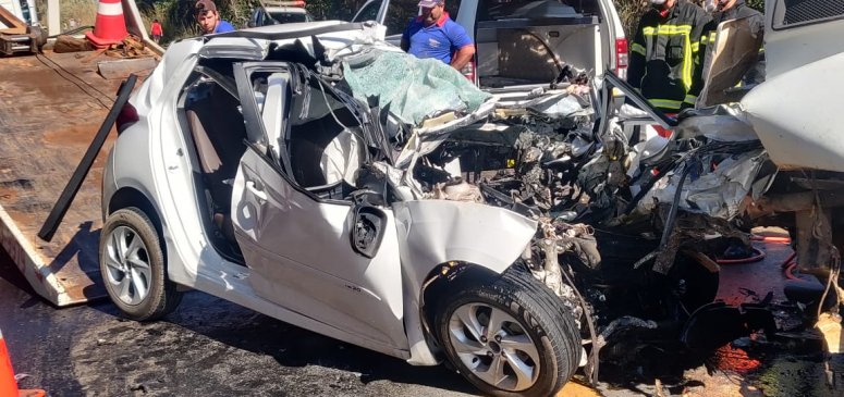 Homem morre em grave acidente na BR-365
