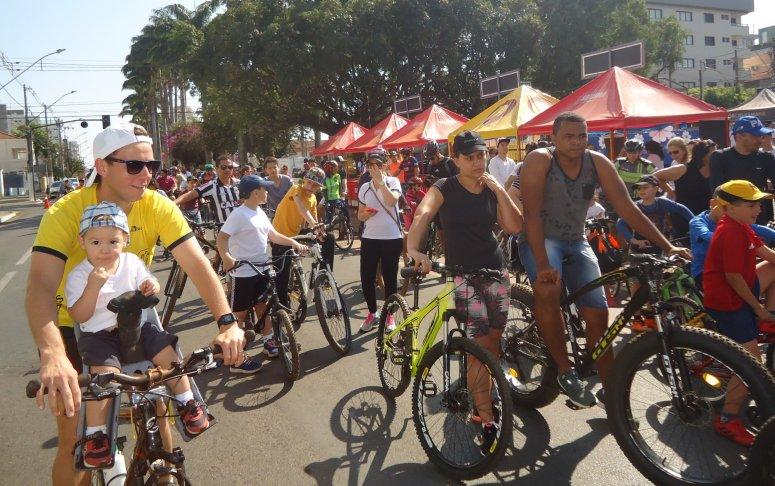 Passeio ciclístico solidário foi sucesso em Patos de Minas