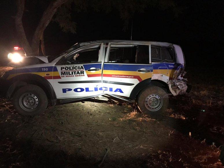 Viatura da Polícia Militar se envolve em acidente na BR-365
