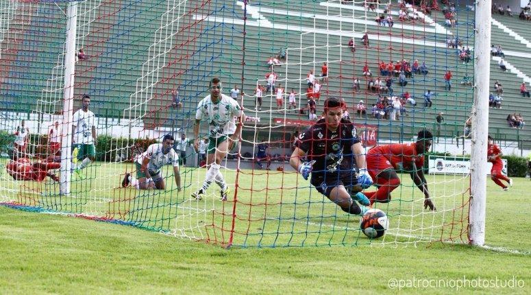Com gol no fim, Tupynambás vence, vai às semifinais e rebaixa Mamoré