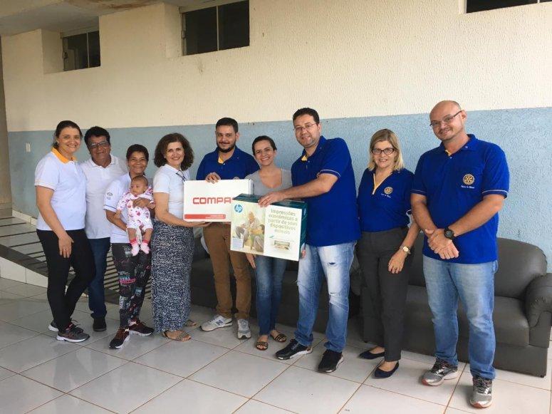 Rotary Club Patos de Minas entrega doações à clínica terapêutica
