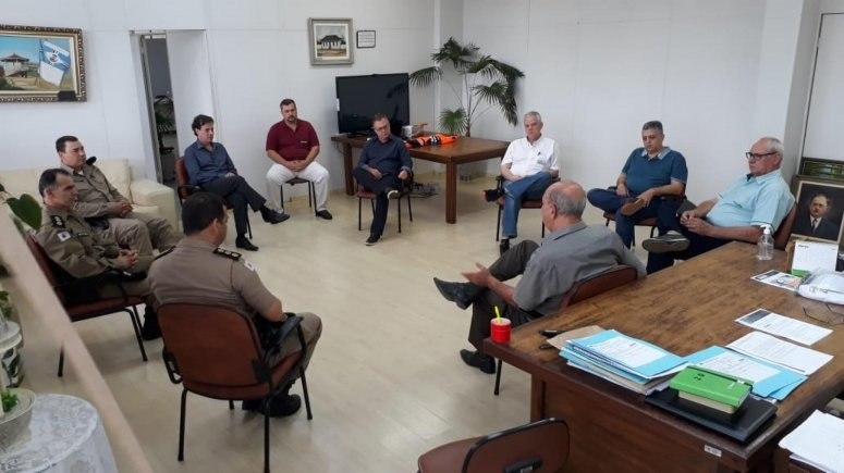 Prefeito e entidades se reúnem para discutir reabertura do comércio