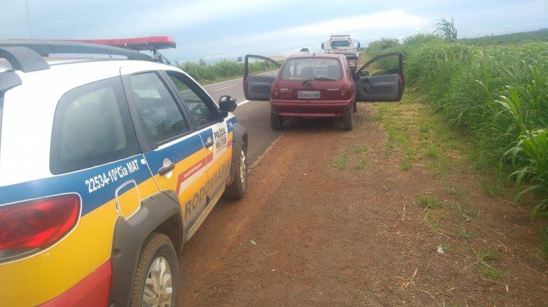 Motorista é detido na BR-354 conduzindo veículo sem possuir CHN e portando droga