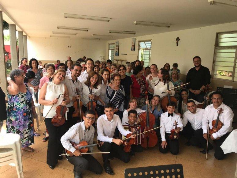 Orquestra de Câmara da Filarmonie realiza apresentação especial para idosos do Conviver
