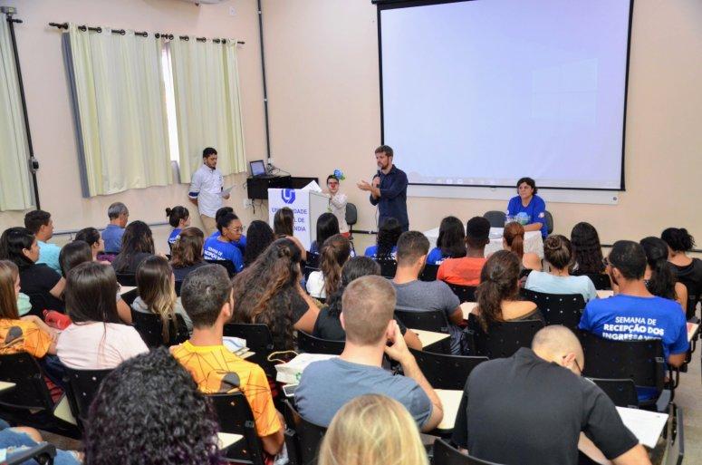 Patos de Minas e Monte Carmelo recepcionam novos universitários