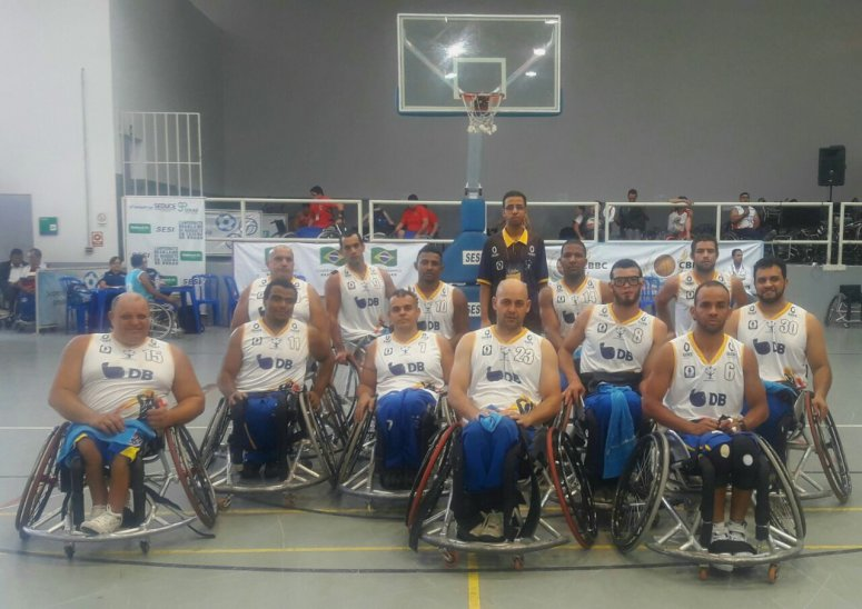 Equipe de basquete de Patos de Minas participa de campeonato no estado de Goiás