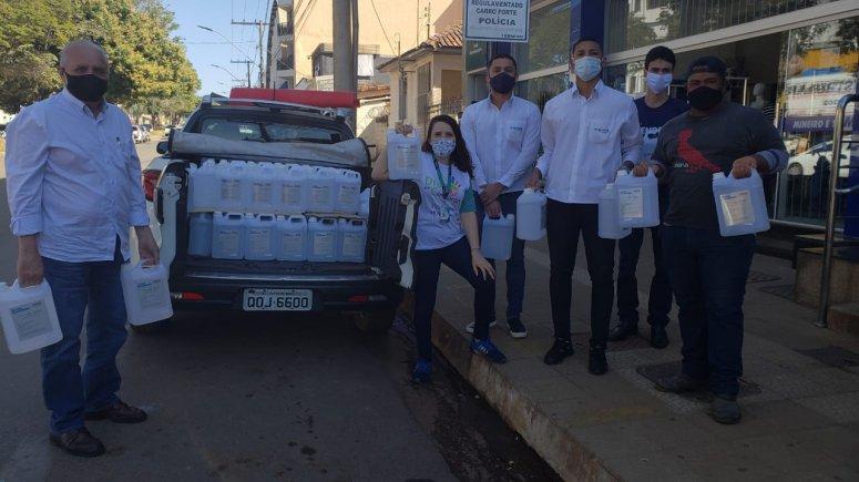 FIEMG doa álcool e máscaras para entidades do Noroeste de Minas