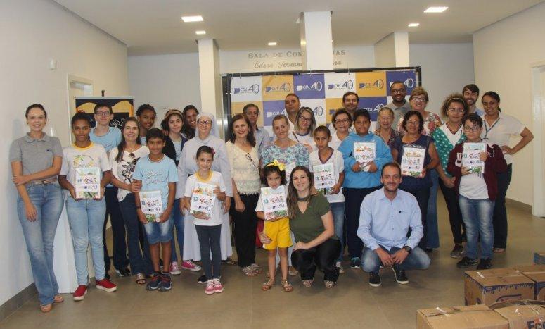 Pelo 13° ano consecutivo, CDL faz entrega de kits escolares para estudantes de Patos de Minas