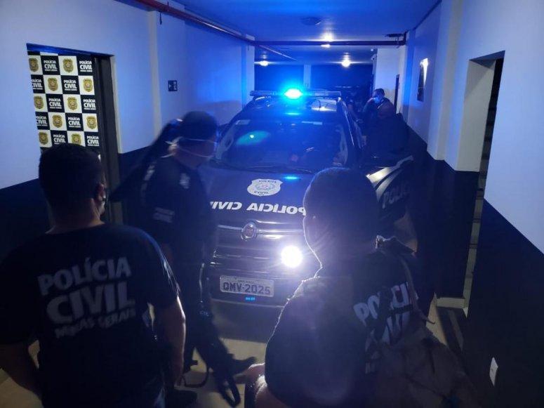 Polícia cumpre mandados de busca e apreensão em residências de suspeitos de homicídios em Paracatu