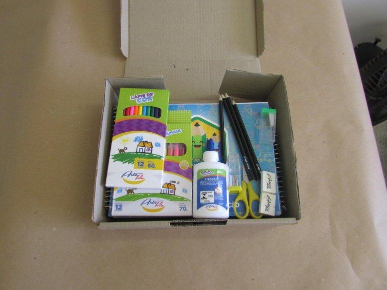 Prefeitura entrega Kits de Material Escolar