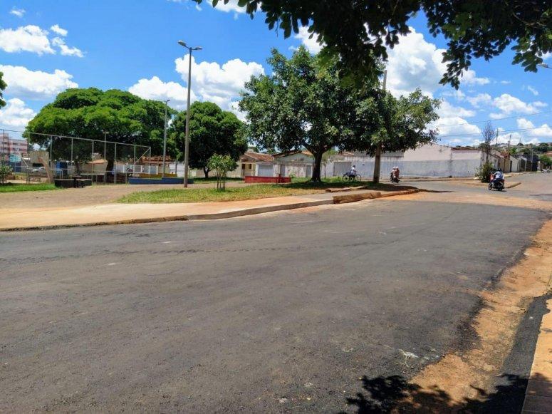 Prefeitura recupera entorno da praça do Campo do Vila