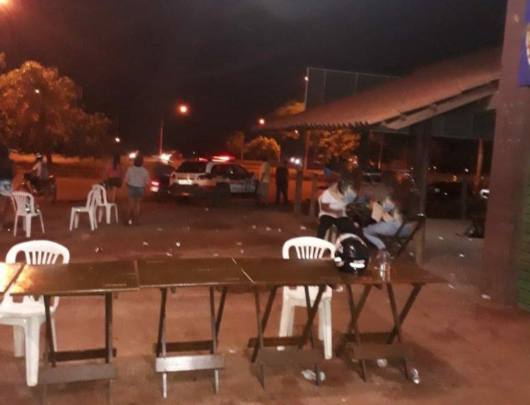 Festa com cerca de 300 pessoas é encerrada na Avenida Marabá, em Patos de Minas