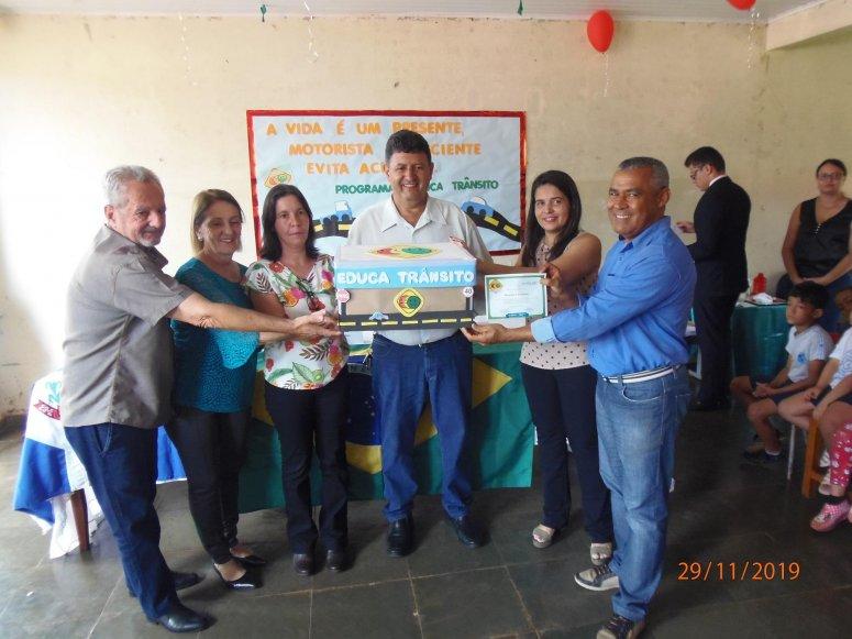 Alunos da escola Gino André participam da formatura do programa Educa Trânsito