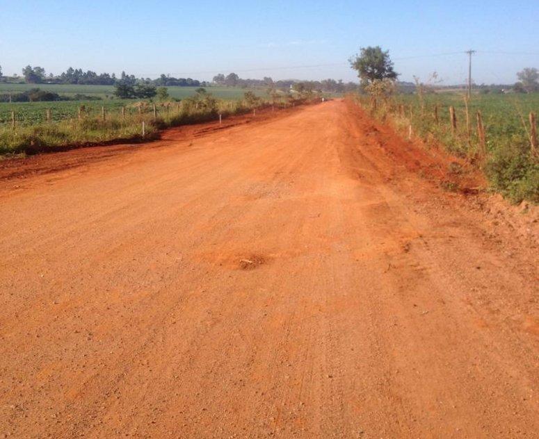 Obras de asfaltamento da estrada da Serrinha continuam e mais um trecho é preparado para pavimentação