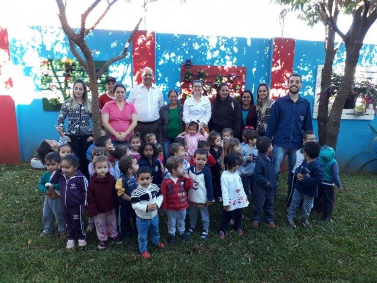 Prefeitura realiza o plantio de mudas em hortas comunitárias nos bairros Alto da Colina e Brasil