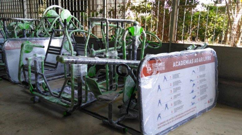 Patos de Minas recebe academia ao ar livre e materiais esportivos