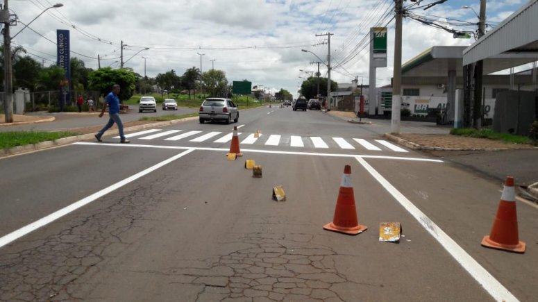 Secretaria de Trânsito realiza pintura de faixas de pedestre na Avenida Marabá