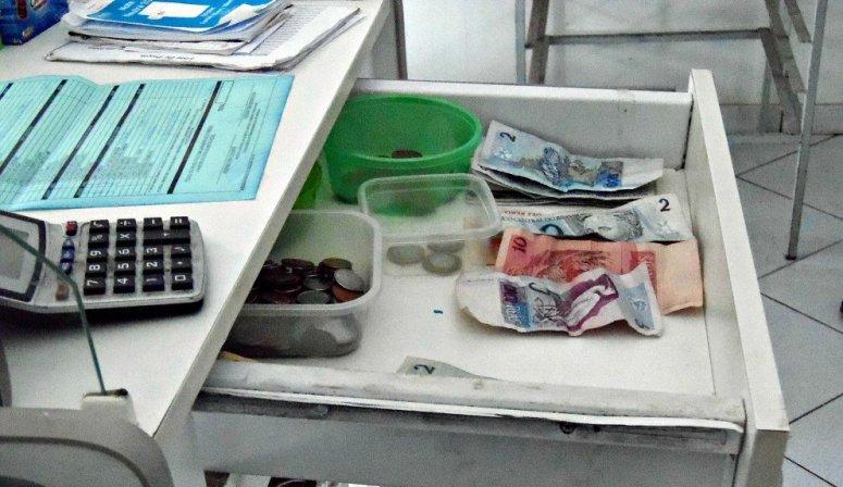 Homem invade padaria e furta quatrocentos e trinta reais