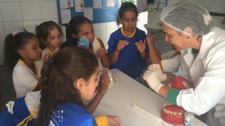 Ações de promoção da saúde bucal são realizadas com os educandos do AABB Comunidade