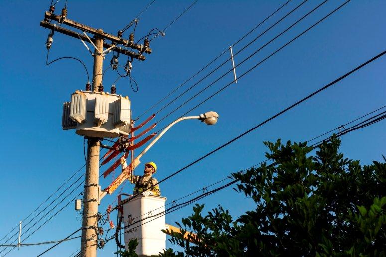 Bairros de Patos de Minas recebem melhorias na rede elétrica