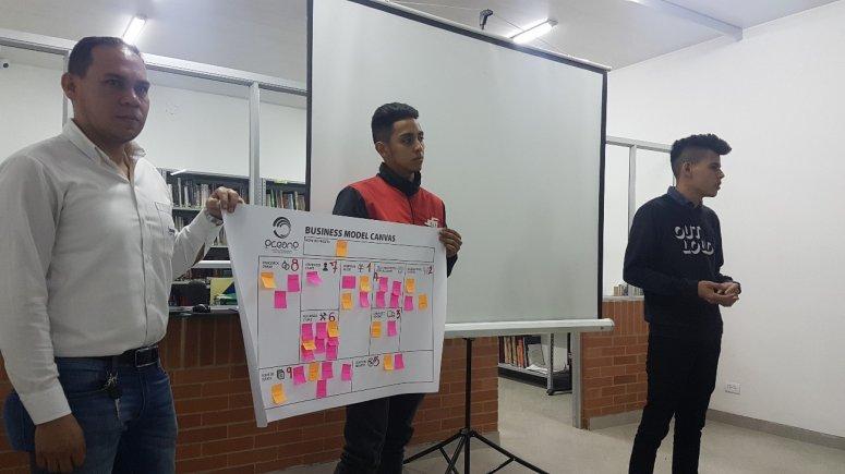 Coordenador de Engenharia Elétrica ministra curso em Bogotá