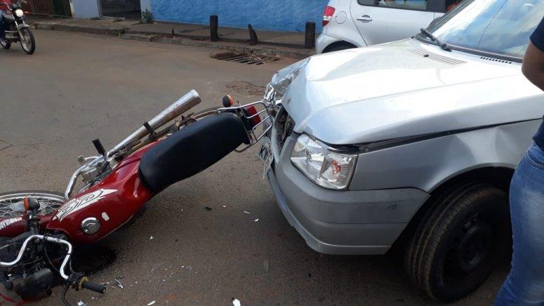 Motociclista fica ferido em acidente na Rua São Geraldo