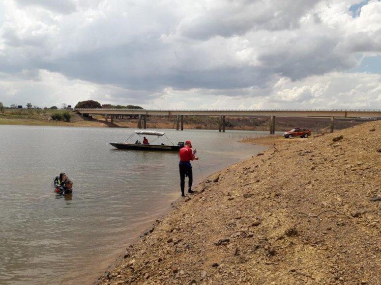 Bombeiros encontram corpo de rapaz que se afogou no rio São Marcos