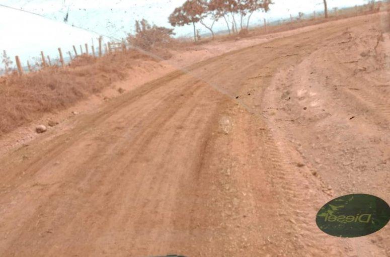 Oito regiões rurais do município recebem equipes de manutenção e conservação de estradas e ponte
