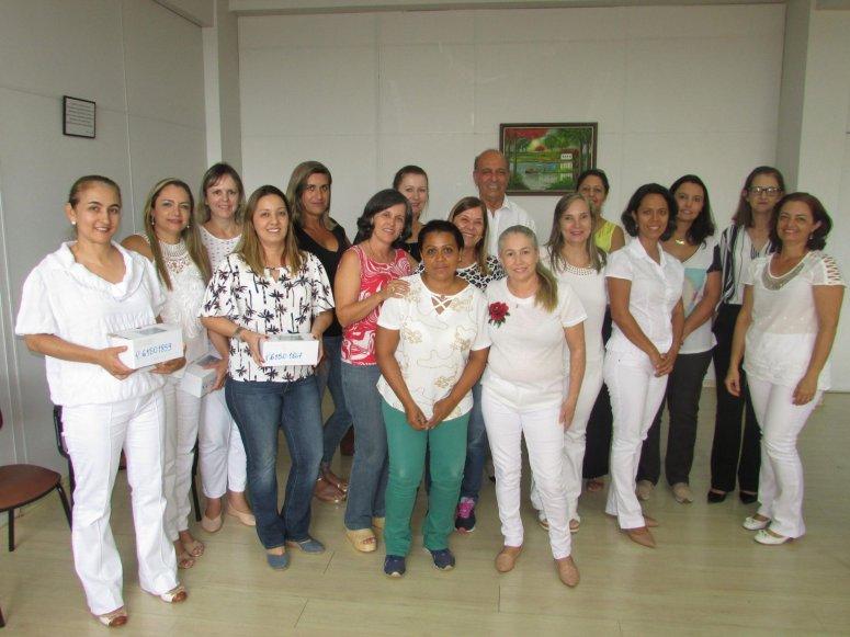Equipes de Saúde da Família recebem material odontológico