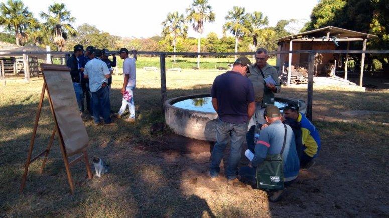 Produtores rurais de Urucuia aprendem sobre irrigação por aspersão com o Senar